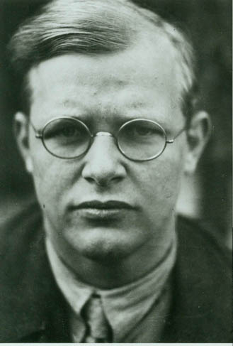 Dietrich Bonhoeffer pacifist Nazi resistor